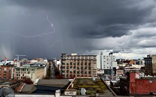 风暴伴随雷电袭击北温