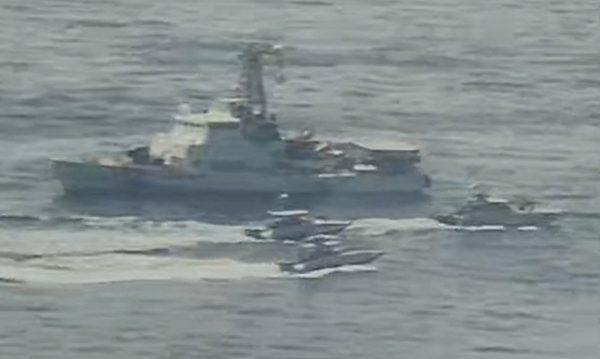伊朗船隻多次以極近的距離,高速靠近美艦船頭船尾穿越。(美國海軍提供)