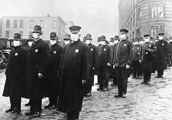 1918年12月,西班牙大流感爆發期間,戴口罩的西雅圖警察。(公有領域)