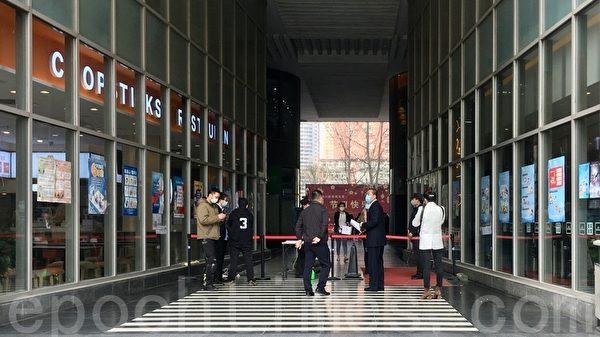 3月31日,北京SOHO現代城辦公樓過道也有封鎖。(大紀元)