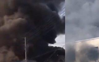 江苏沭阳县耿圩镇一间家具厂发生大火。图右显示,一工人被困在工厂天台。(视频截图)