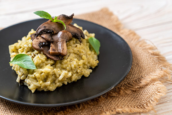 Cauliflower risotto with mushroom. (Shutterstock)