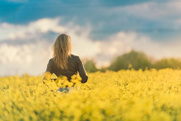 自恋的人内心很脆弱 心灵丰富喝水也会笑