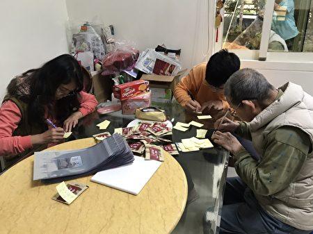 90歲的曾姓茶農和他的孫子們,親筆寫感謝詞,表達對第一線防疫人員的謝意。