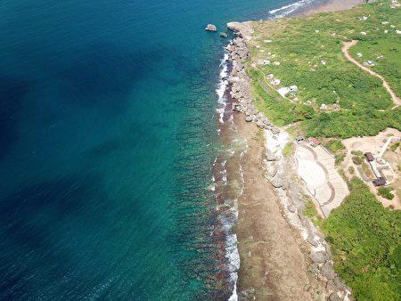 小琉球擁有豐富海洋資源與生態環境,圖為著名潮間帶:杉福。