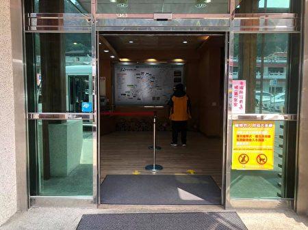 旅客服務中心分流地貼。