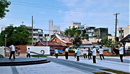 大甲文昌祠旁的休憩廣場,以文昌祠元素為意象,不僅別具文化傳承意義,也凝聚了地方居民的情感。