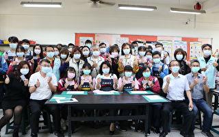 黃敏惠體驗北興國中全方位校園科技防疫