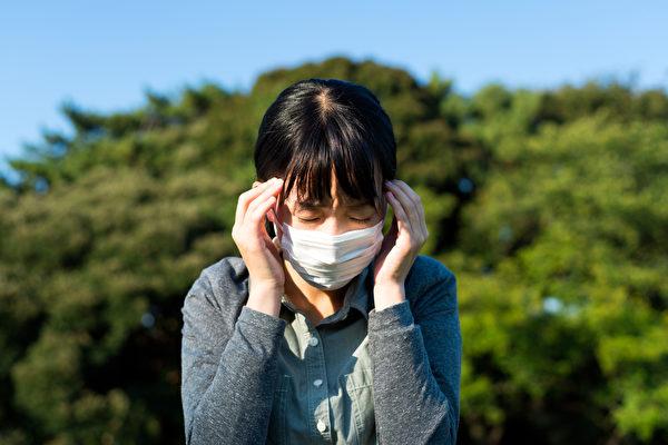 头痛、感到意识混乱也可能是染上中共肺炎的症状。(Shutterstock)