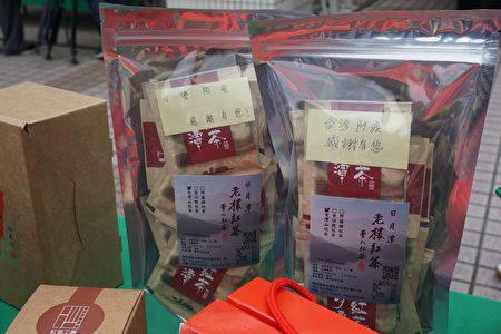 90歲的曾姓茶農和他的孫子們,在打包好的包裝袋裡附上親筆的感謝詞,表達對第一線防疫人員的謝意。