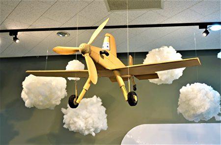 """屯区艺文中心""""飞行时光机─童玩特展"""",以飞行为主题,带领民众搭乘时光机重返欢乐的童年时光。"""