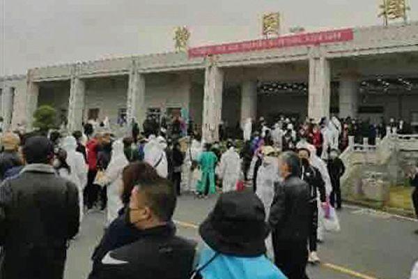 【新聞看點】北京清明作秀再遭罵 追責聲四起