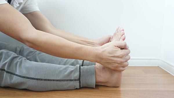 腳掌是身體「第二個心臟」,刺激腳掌促使全身的血液循環流動。(Shutterstock)