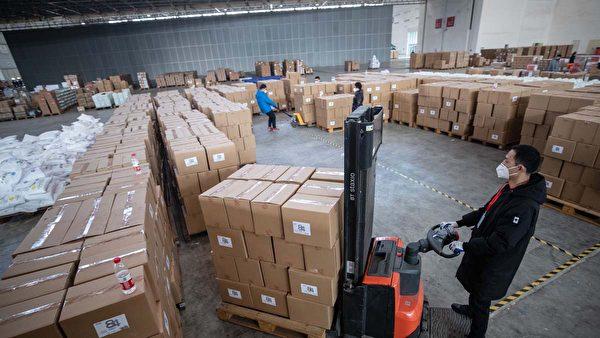 2020年2月4日武漢一間倉庫內的醫療物資。(STR/AFP via Getty Images)