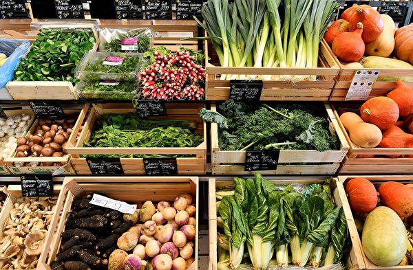 选购表面较干的蔬菜,可避免过早腐烂。 (GEORGES GOBET/AFP via Getty Images)