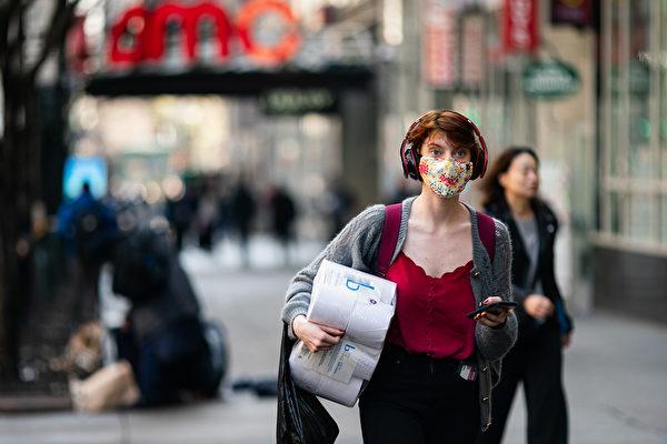 随着封城政策松绑,戴口罩等3件防护措施都不可中断。(Jeenah Moon/Getty Images)