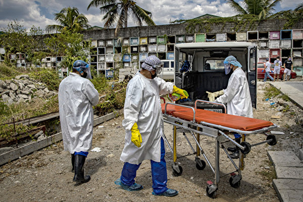 在菲律賓,居前線抗擊中共病毒(武漢肺炎、COVID-19)的醫師正陷入高度危險的生死戰役中。 (Ezra Acayan/Getty Images)