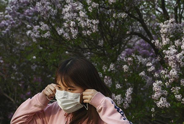 中共肺炎部分症狀與過敏、感冒、流感很相像,甚至有些並不典型的症狀,也可能在感染中共病毒後出現。(Kevin Frayer/Getty Images)