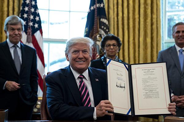 【快訊】川普簽署近五千億援助法案