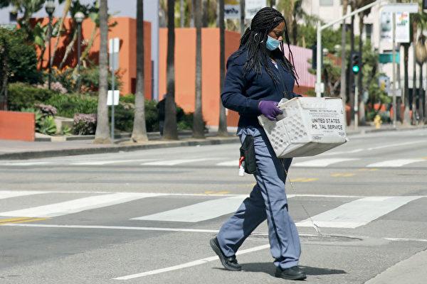 邮递员也当采购员 美国小伙善行助社区