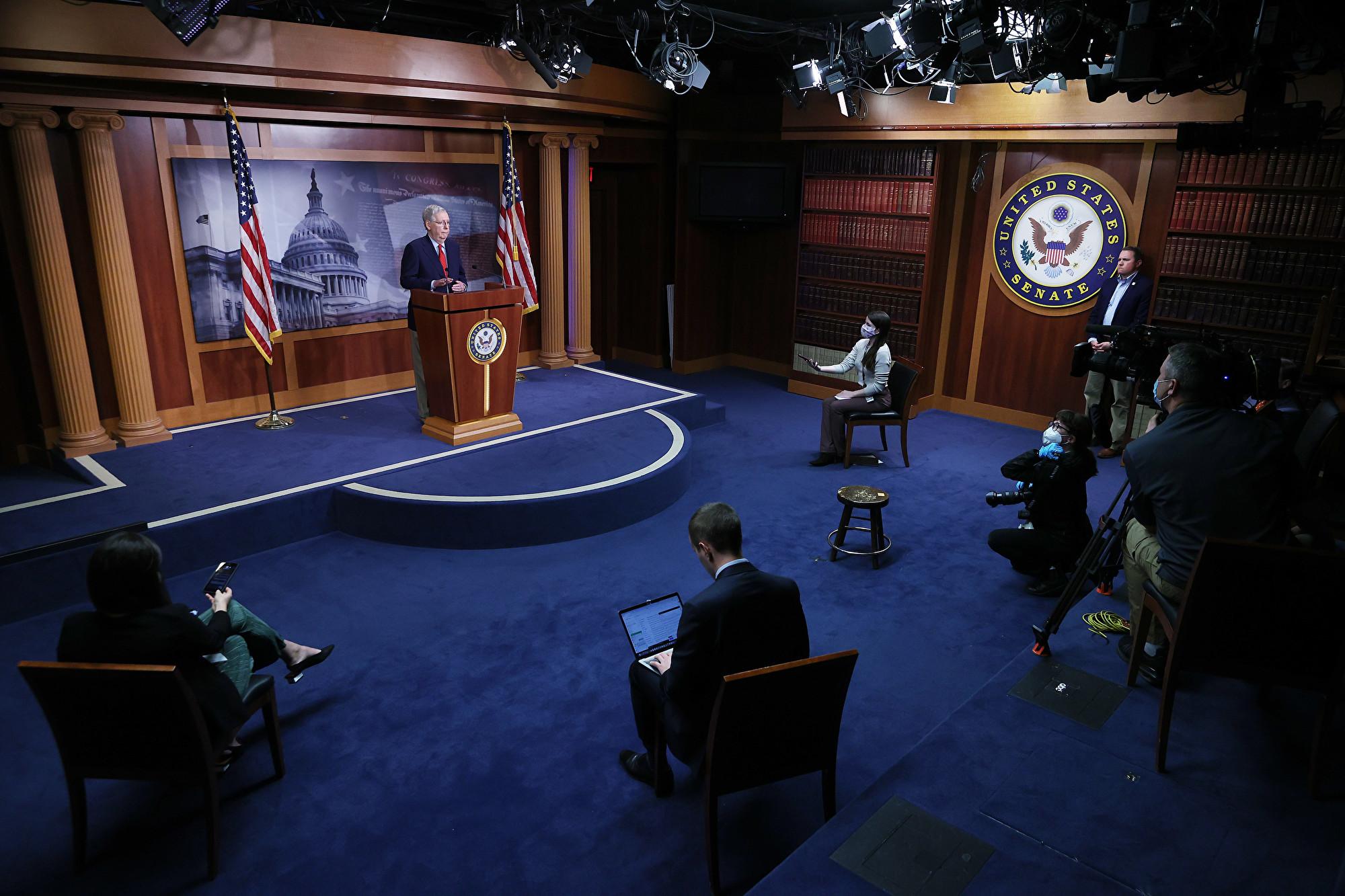 2020年4月21日,美國參議院已於當天下午投票通過加碼援助企業法案,金額總計4,840億美元。圖為參議院多數黨領袖麥康奈爾在記者會上。(Photo by Chip Somodevilla/Getty Images)