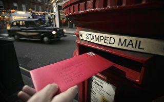 疫情下英国邮差穿这样送信 希望让大家快乐
