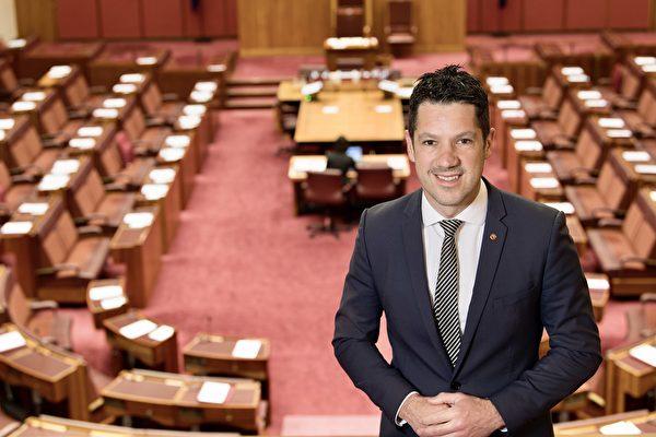 澳洲南澳自由黨參議員Alex Antic要求對中共施壓,釋放法輪功學員及其他良心犯。(Alex Antic提供)