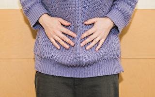 女性生理痛、经期不顺等经期症状,可通过按摩三阴交穴来改善。(Shutterstock)