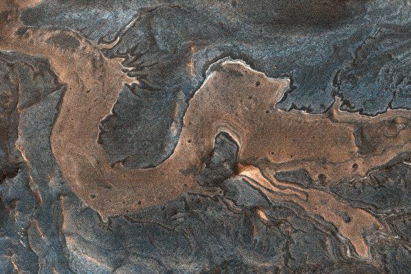 科學家在火星上拍到一條「龍」