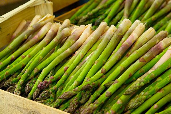 蘆筍100公克含2~3公克菊糖。菊糖除了是益菌生,也是膳食纖維的一種。(Pixabay)