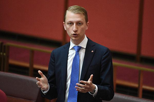 澳洲聯邦自由黨參議員帕特森(James Paterson)說:「我們永遠不會以犧牲我們的價值、主權和國家利益為代價。」 (Mick Tsikas/AAP Image)
