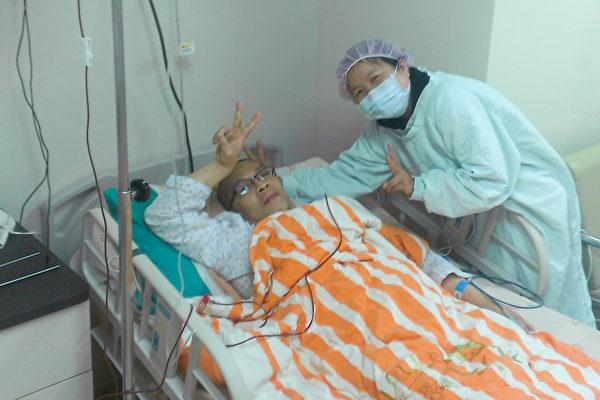 阿志回忆,确诊白血病最开始的那几年,也曾有对生死的忧心,治疗过程也非常严格。(阿志提供)