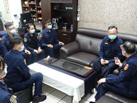 警政署長陳家欽30日特地前往鐵路警察局台北分駐所慰問基層鐵警。