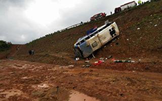 江西景德鎮一中巴車側翻 至少6死12傷