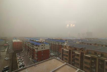 吉林省白城市今天遭遇沙塵暴。(網絡圖片)