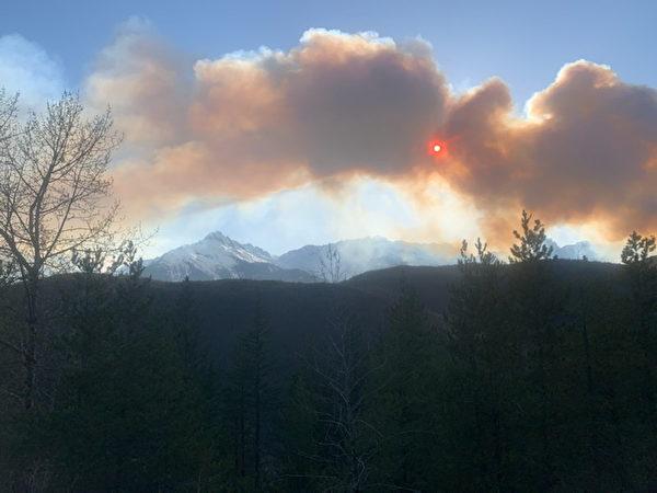 斯夸米什山谷野火极速蔓延