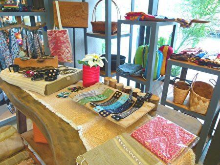 阿嶽親手佈置的餐廳,展示原住民各族群手工藝品。