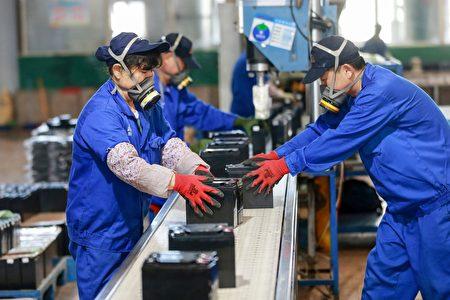 立委林俊憲說,反思過度依賴中國所產生的負面影響是必要的,台灣更不能將重要物資的產線,交給整天對台文攻武嚇的國家。(STR/AFP via Getty Images)