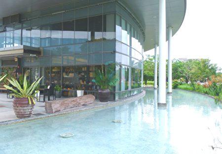 台東美術館餐廳周邊的環境幽靜空曠。