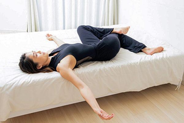 """""""早晨一分钟的零位训练"""",能让你的疼痛与疲劳转眼间归零。(采实文化提供)"""