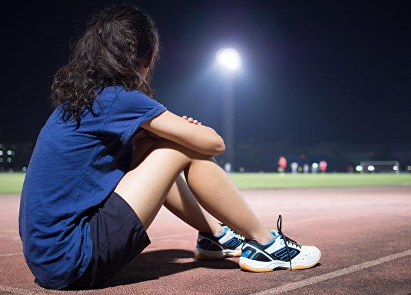 运动会让身体代谢变快且核心体温上升,影响睡眠,因此健康的人睡前3小时不建议剧烈运动。(Shutterstock)