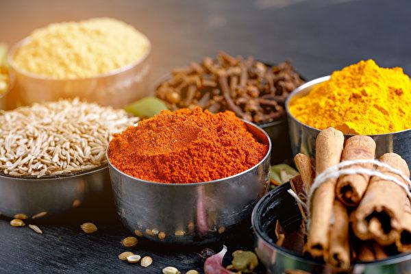 咖哩中的薑黃具抗發炎、抗氧化作用,還有助調整腸道菌叢生態。(Shutterstock)