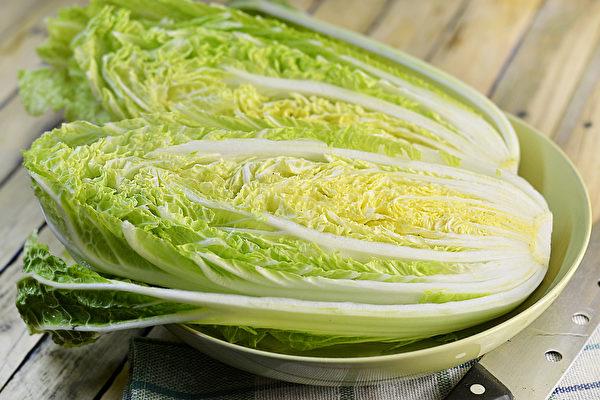 大白菜不仅含糖量少、低卡路里,还有丰富的维生素和矿物质。(Shutterstock)