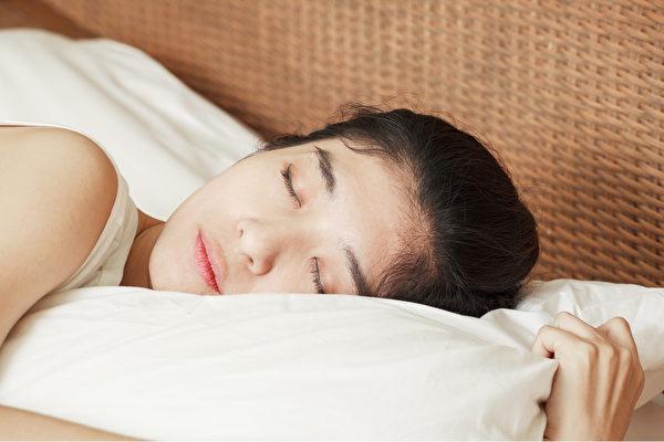 要有好的睡眠品质,首先就是要依照人体生理时钟来作息。(Shutterstock)