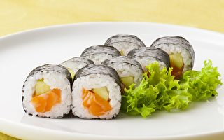 日本厨师制作最大寿司 重达5公斤