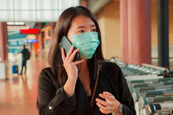 """指出大声交谈、打喷嚏等时所产生的""""微飞沫"""",有可能是中共病毒(武汉肺炎)的传播途径。(Shutterstock)"""