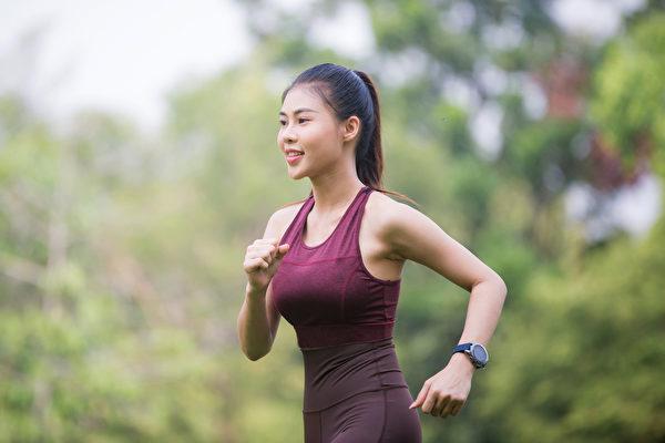 注意4個走路重點,走500步就能有3000步的效果。(Shutterstock)