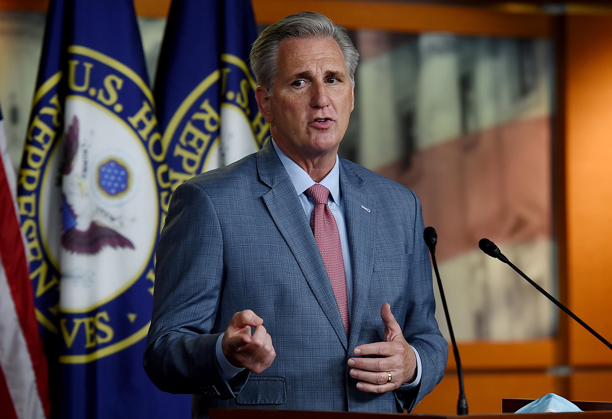 2020年5月15日,華盛頓特區美國國會大廈。眾議院少數黨領袖、加州共和黨議員凱文·麥卡錫(Kevin McCarthy)在新聞發佈會上發表講話。(Olivier DOULIERY/AFP)