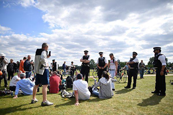 5月16日在倫敦海德公園爆發抗議。(JUSTIN TALLIS/AFP)
