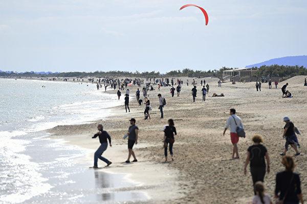 5月16日,法國一處海灘。(Sylvain THOMAS/AFP)